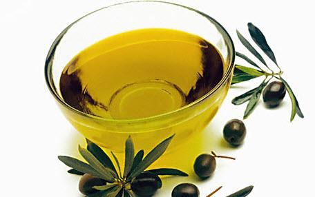 помогает от следов оливковое масло