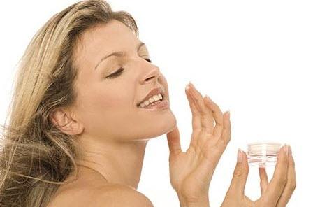Использование крема от прыщей на лице